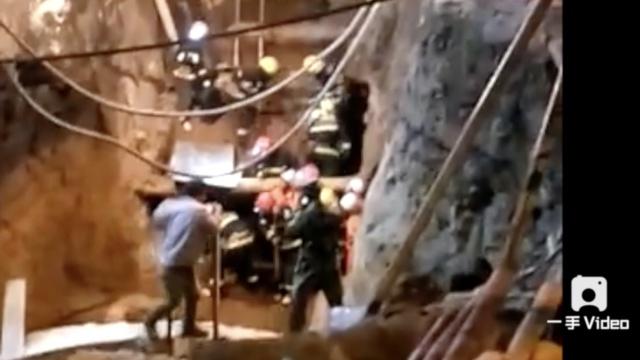 齐齐哈尔市管线工地塌方,2人被埋