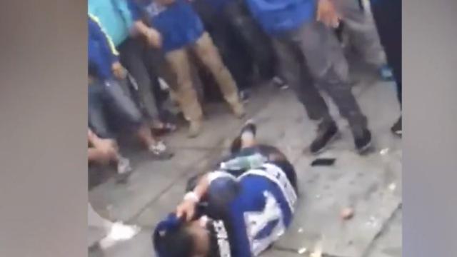 传落单申花球迷遭围殴,还被扔鸡蛋