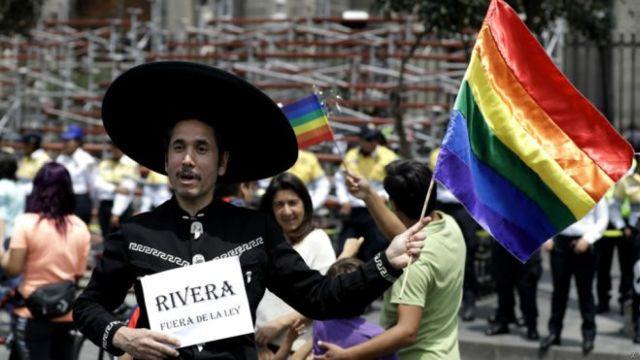 同性婚姻支持者反对者都来游行了