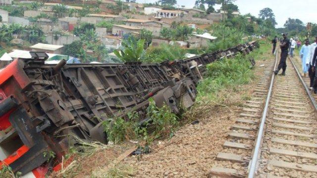 非洲喀麦隆列车脱轨,53人丧生