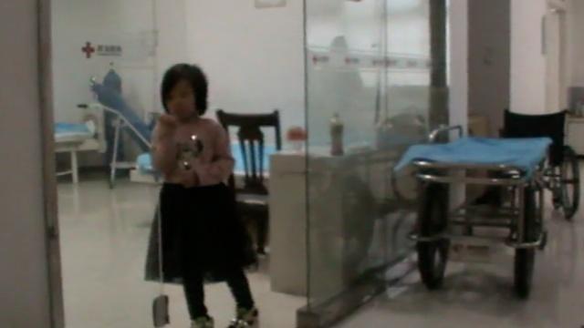 """河南""""医院为家""""小女孩被送福利院"""