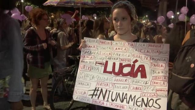 巴西女性上街游行,抗议性别暴力