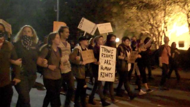 直击美学生抗议:民主就是这个鬼样