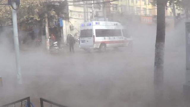 郑州供暖管又爆炸,120到现场傻眼了