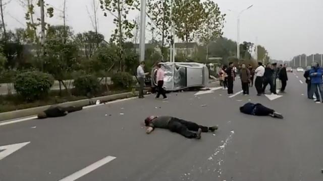 湖南一轿车撞上市政维修工,4死2伤