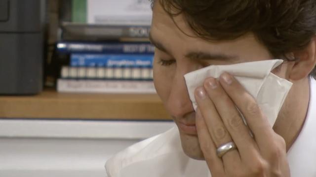 与难民再聚,加拿大帅哥总理飙泪