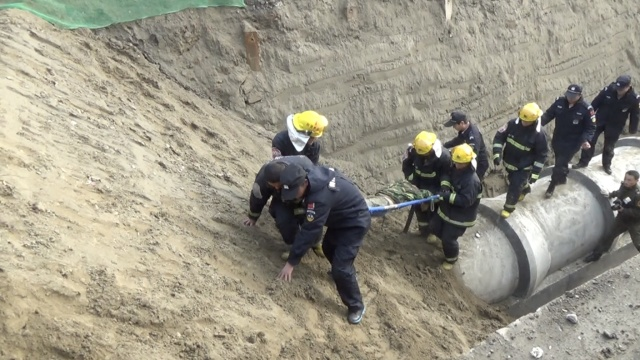 扬州一处在建工地塌方,3人被埋