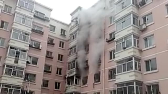 哈尔滨一居民楼燃气爆炸,2人受伤