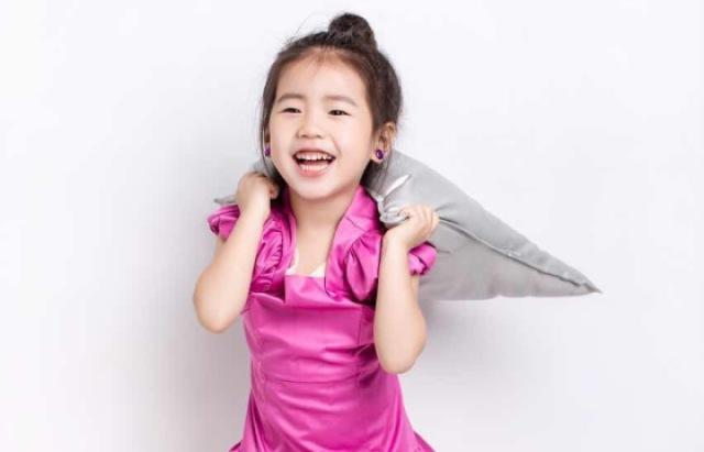 4岁女艺人接通告,只表演不要钱!