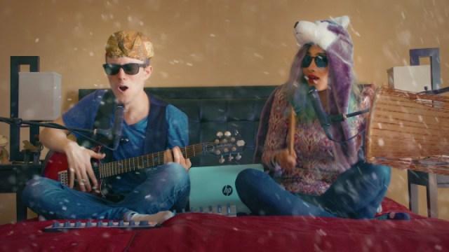 两个人在床上做的音乐,一起嗨起来