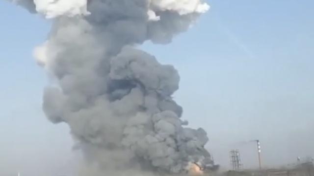 蚌埠一化工厂大火,现场腾起蘑菇云