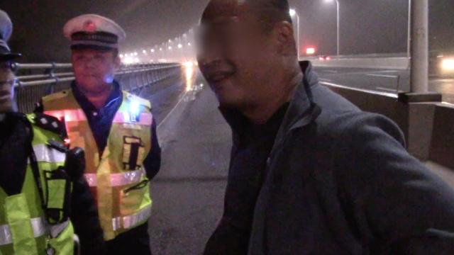 男子遇查酒驾,狂奔三公里,被抓!