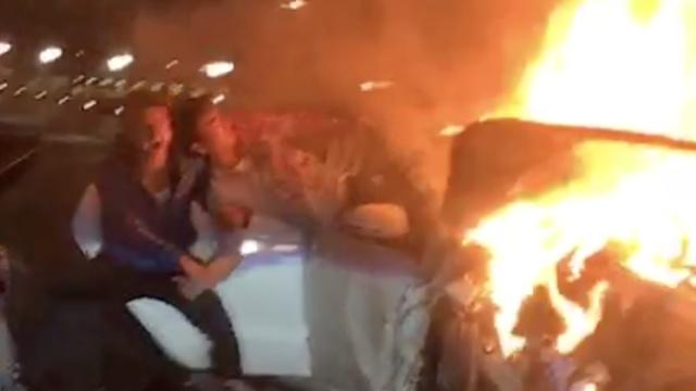 南昌两车相撞起火烧成空架,1死4伤
