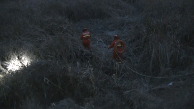 男孩抄近道回家被困沼泽,蜀黍救起