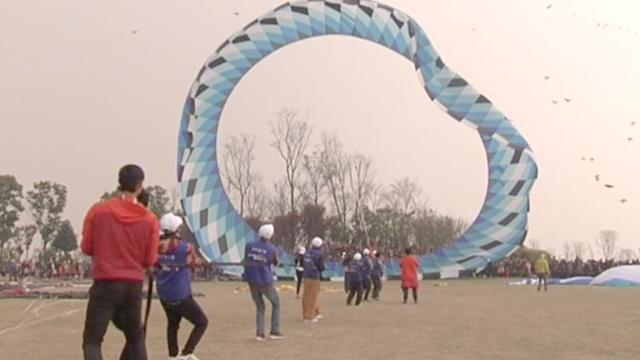 重半吨+直径30米,这风筝咋飞起来的