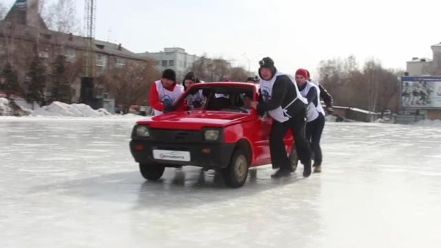 冰壶玩不过瘾,俄罗斯人冰上滑汽车
