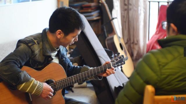 为梦想弃高薪,只为心中完美吉他