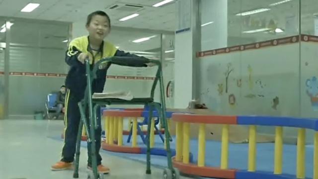 10年学走路识字,脑瘫患儿也想上学