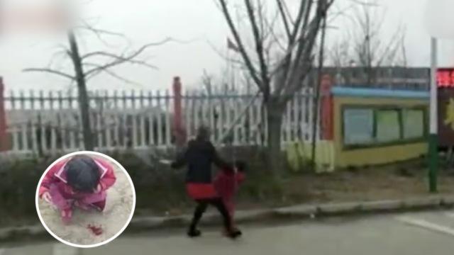 女童上课尿湿裤子,被亲妈打到流血