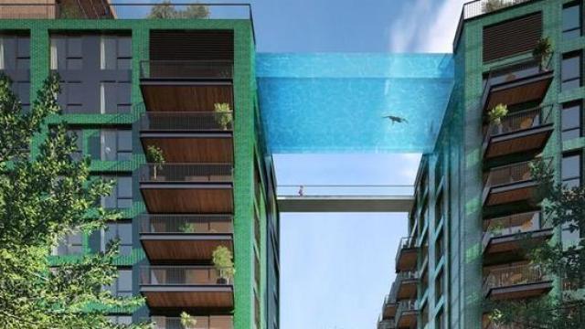 35米高楼间的透明泳池,串门需游泳