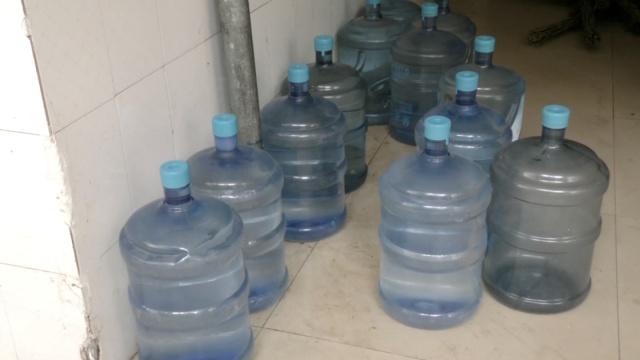 学校自制桶装水,学生:不敢喝冷的
