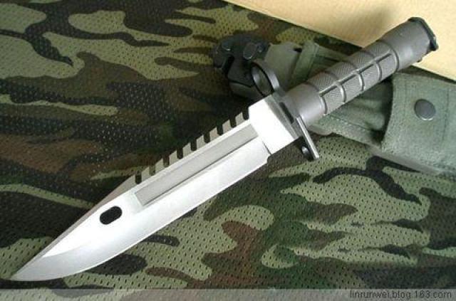 美国的M9军刀,装备于海豹突击队