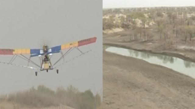 飞机洒4吨农药,保护10万亩胡杨林