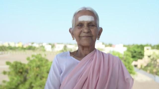 从小练到98岁,印度奶奶成瑜伽名师