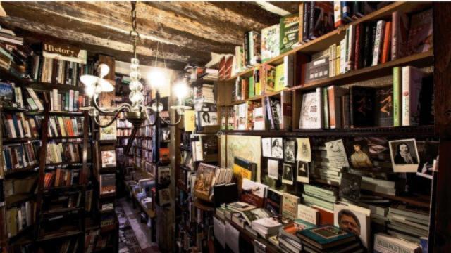 老建筑变身全球最美书店之一
