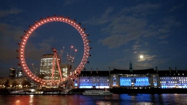 延时摄影:圆月穿破云层,伦敦入夜
