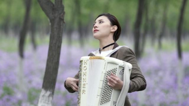 揭《我是歌手》神秘美女乐手私生活