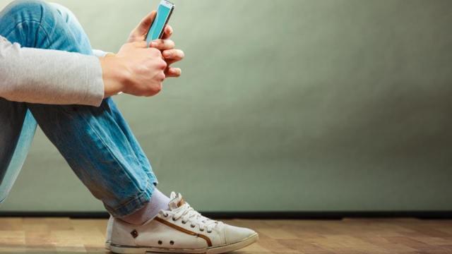 """""""低头族""""父母,请别当手机的爹妈"""