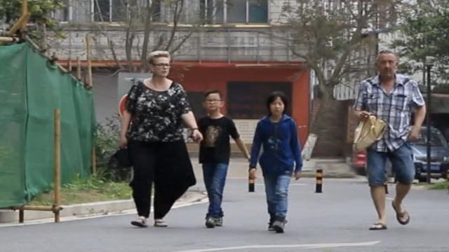 暖!荷兰夫妇携2养子,到中国寻亲