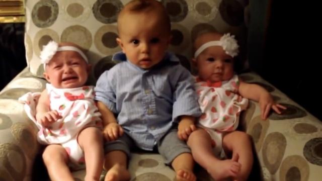 双胞胎太像,宝宝分不清一脸蒙圈