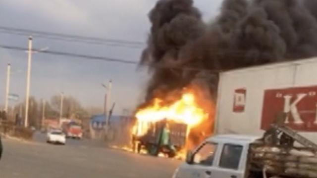 惨!焊接油箱起火,他全身90%被烧伤