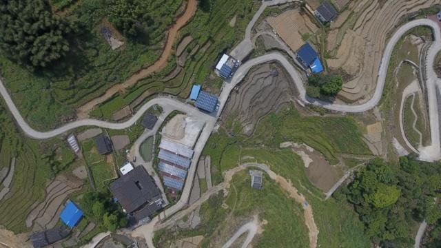 村里建光伏发电站致富,贫困户持股