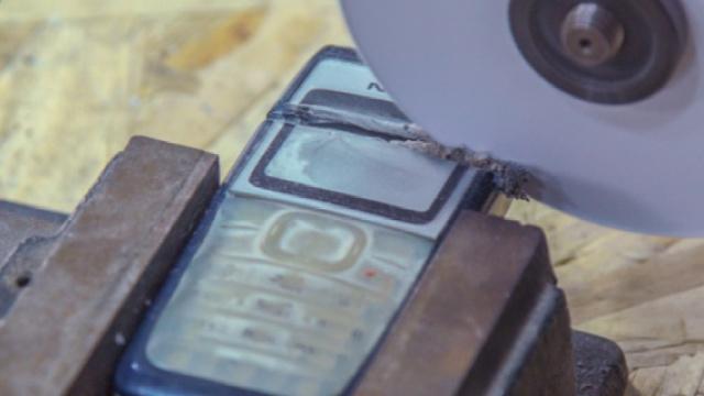 每秒1000转的A4纸,腰斩直板手机