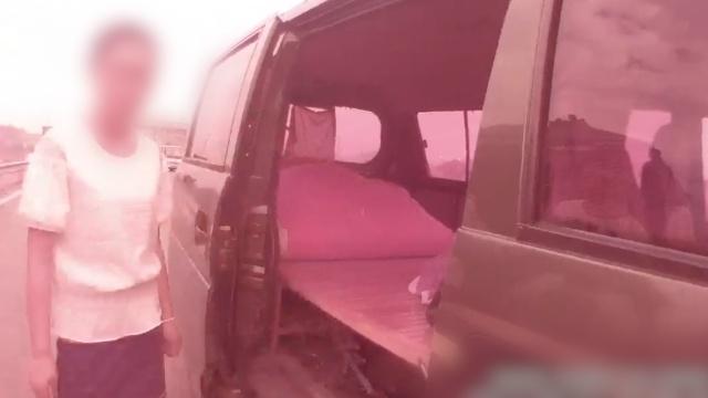 面包车变房车被查,司机:出来旅游的