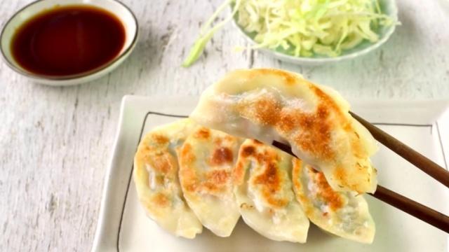 为什么日本人吃饺子配米饭最受欢迎