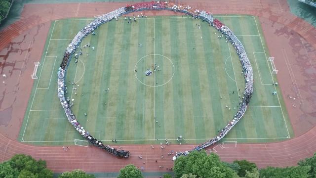 4500毕业生围半径40米圆,同框合影