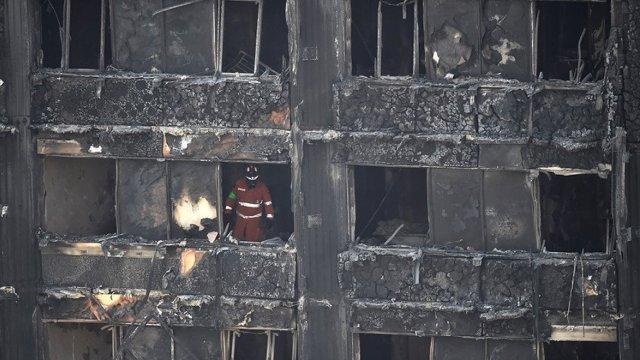英警:58名大火失踪者或已全部罹难