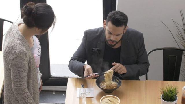 美国高档餐厅给老外吃中国泡面!