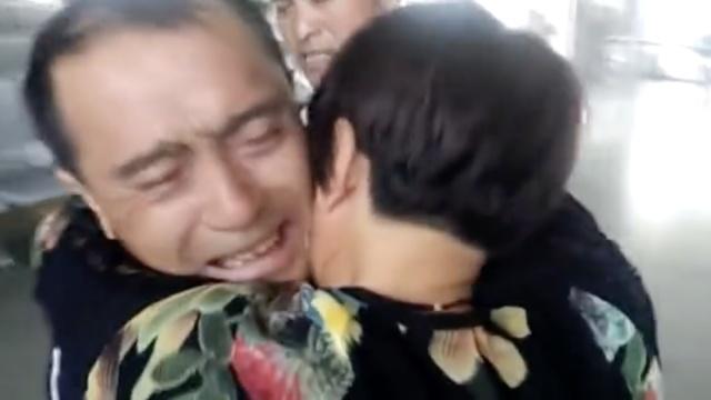 她车祸失忆16岁离家,漂泊异乡31年