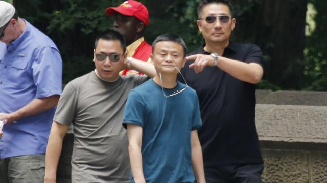 马云叼墨镜,与赵薇老公霸气游纽约