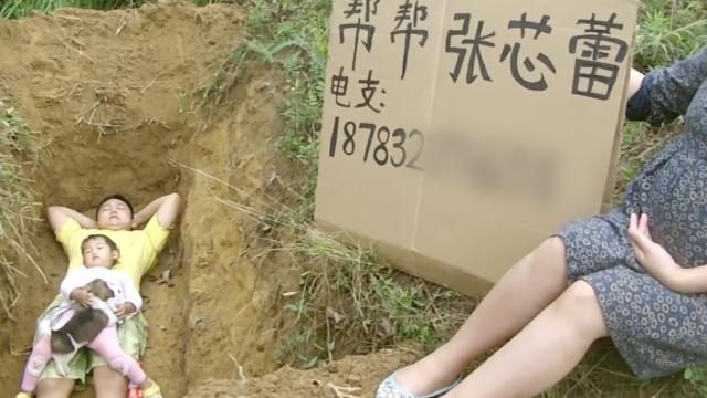 父亲给重病女儿挖坟等死:没办法了