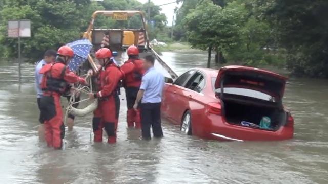宝马导航出错困洪水,2男女凌晨失联