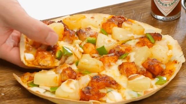 不用去披萨店,4步做出超薄披萨!