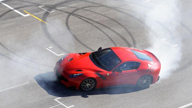 法拉利为纪念环法赛冠军升级这辆车