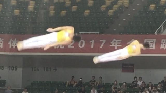 全国蹦床冠军赛,两空中飞人神同步