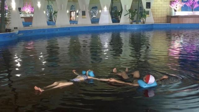 盐湖神奇泳池,旱鸭子也能自由漂浮